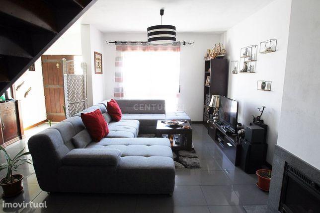 Moradia Unifamiliar T3, Garagem 2 Quintais