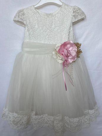 Платье для девочки.Детское платье молочного цвета. Платье на праздник.