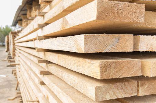 Брус доска рейка строительный лес. Склад пиломатериалов предлагает