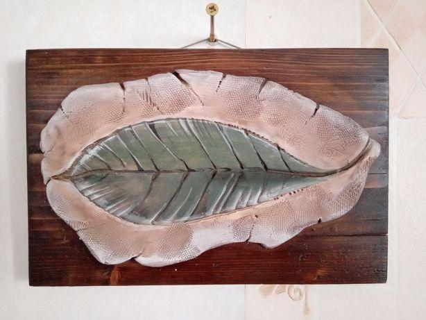 Картина на деревянной основе Листик, глина, керамика, дерево, интерьер
