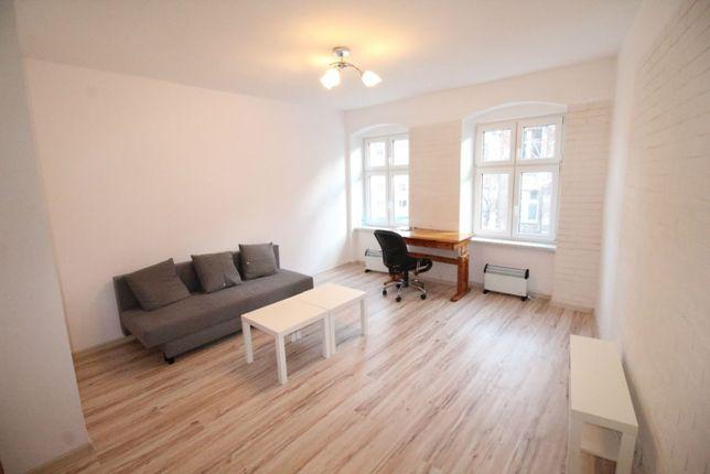 Duży pokój w kameralnym mieszkaniu przy Bema
