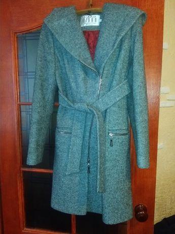 Женское пальто р.42, материал кашемир