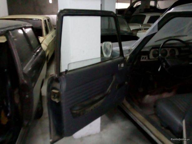 Vendo peças Peugeot 504 (4 portas) carro