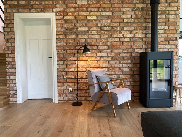 Montaż płytek ceglanych z cegły rozbiórkowej Układanie cegły na ściane