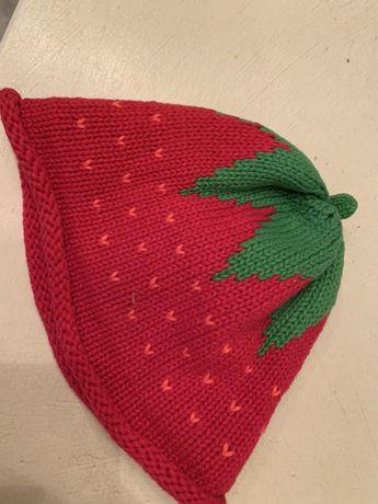 Шапка шапочка клубничка красная вязаная демисезонная 0-6 мес 44-46