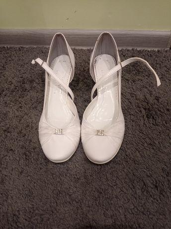 Buty do sukni ślubnej