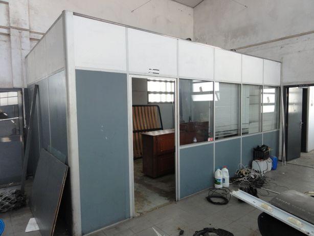 Divisória / estrutura / de escritorio em aluminio em bom estado