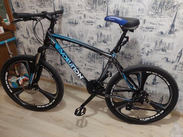 Продам спортивный велосипед на литых дисках