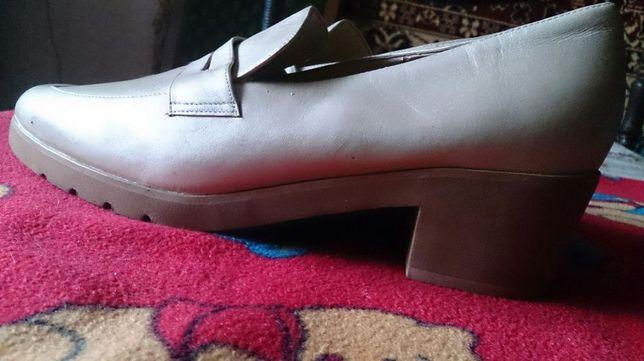 Новые Женснские туфли размер 9 1/2 М