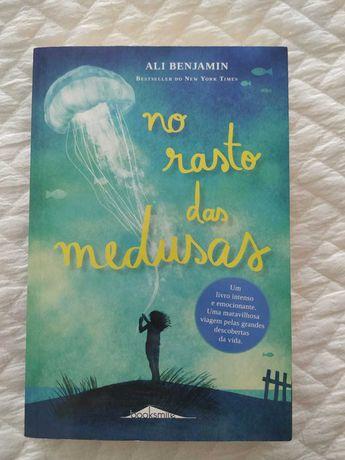"""Livro """"No rasto das medusas"""" de Ali Benjamin"""