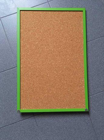 Quadro em cortiça com moldura verde