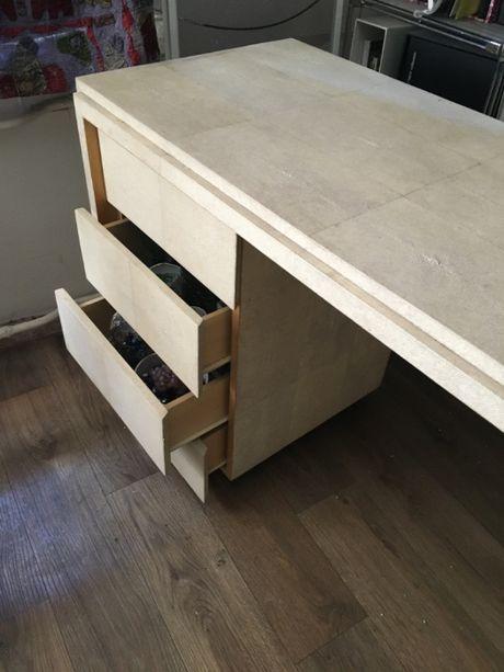 Стол для коллекционера