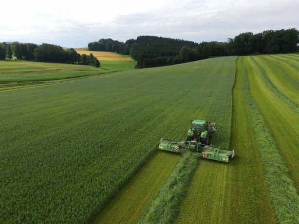 Koszenie łąk belowanie zbior traw 2 nowymi przyczepami