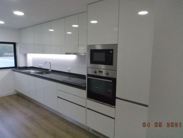 Apartamento na Rua Professor Reinaldo dos Santos, 3