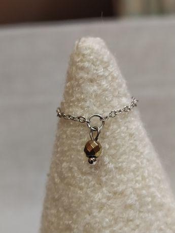 Pierścionek z łańcuszka z hematytem.