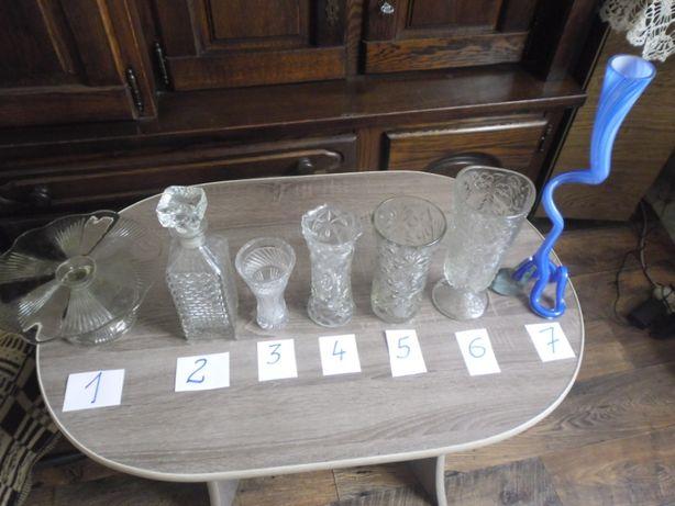 Szklane naczynia ozdobne- flakony, karafka, patera.