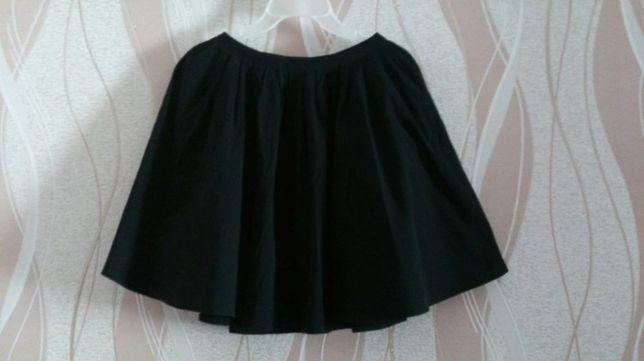 Черная школьная юбка