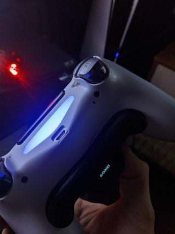 Dualshock 4 с аксессуаром