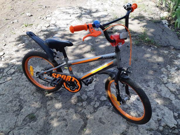 Велосипед для мальчика б/у в хорошем состоянии колеса 18