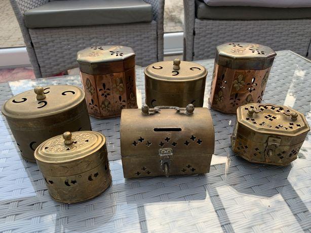 Stara mosiężna szkatułka puzderko kolekcja szkatułkę z mosiadzu