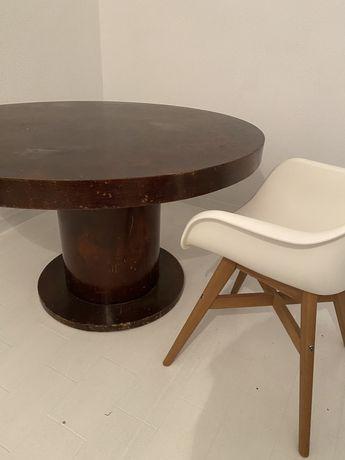 Mesa redonda em madeira