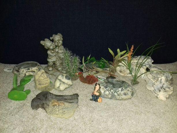 Skałki, figurki ozdoby do akwarium w sumie 16 rodzajów