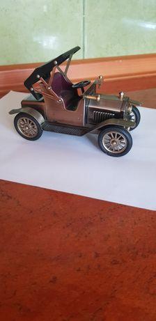 Model starego samochodu z roku 1908, metalowy, japoński, rękodzieło