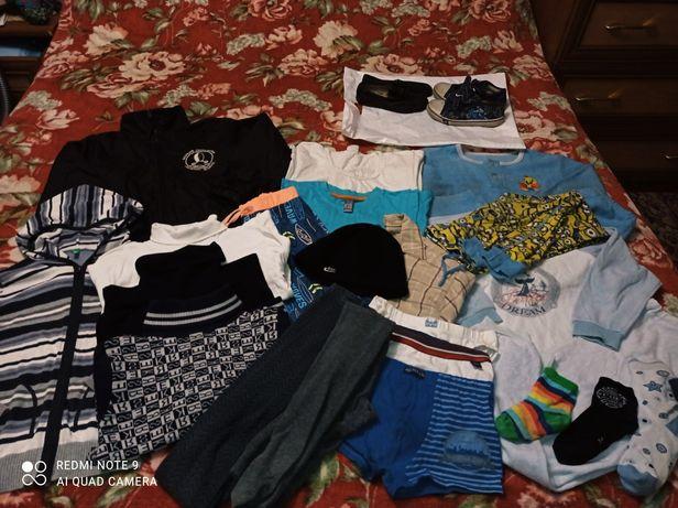 Пакет с вещами и обувь на мальчика 4-6 лет