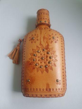 Butelka w skórzanej oprawie