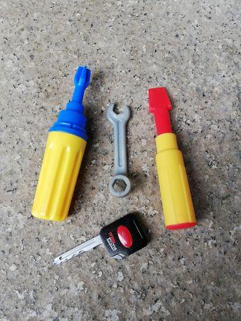 zabawkowe narzędzia dla małego majsterkowicza