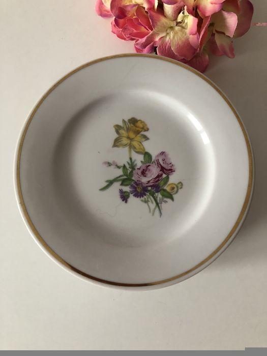 Фарфоровые тарелки с цветочным орнаментом Сумы - изображение 1