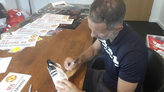 Ryan Giggs - korki z autografem / rarytas