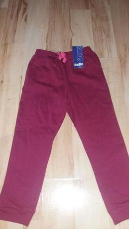 Nowe spodnie dresowe z metkami dziecięce