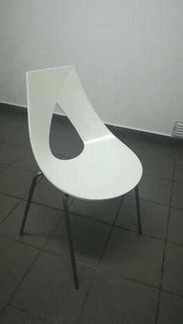 Cadeiras de cozinha brancas