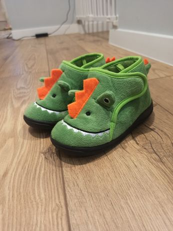 Nowe kapcie dinozaury rozmiar 27