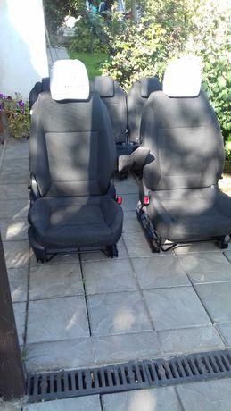 Сидіння до легкового авто, або на бус.