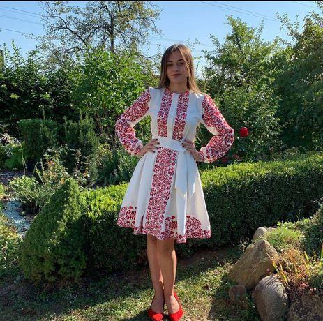 Вишита сукня ручної роботи