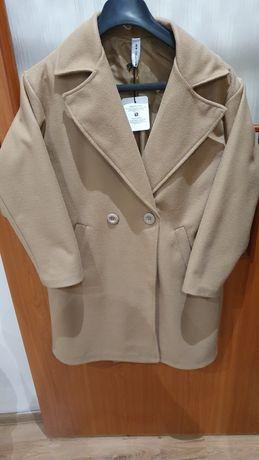 Beżowy płaszcz z guzikami rozmiar L
