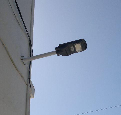 Iluminação led exterior 20 watts com painel fotovoltaico
