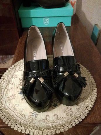 Туфли женские лаковые  38 р