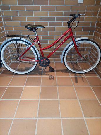 Bonita bicicleta senhora/menina, estilo pasteleira roda 24, restaurada