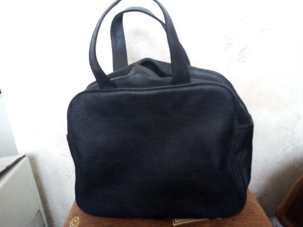 torebka/kuferek czarny