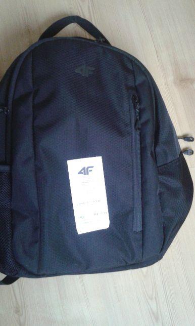 czarny plecak 4F miejski
