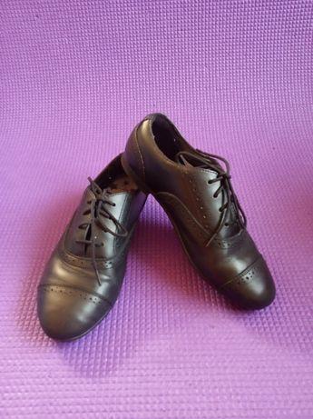 Туфли на шнурке черные ф. Clarks, Кларкс длина стельки 21 см. 31-32 р.