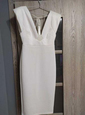 Sukienka z odkrytymi plecami. Doskonała na ślub cywilny lub poprawiny.