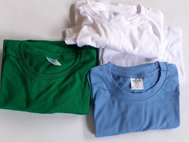 T-shirts de  varias cores