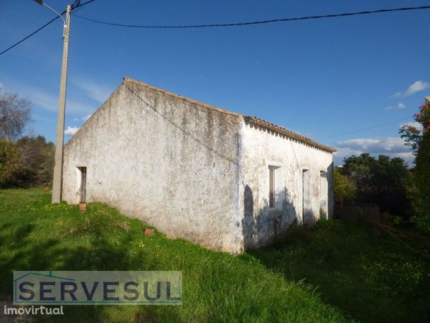 Casa antiga para restaurar, inserida em terreno de 3340m2...