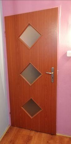 Drzwi LEWE 80 cm z klamkami dwie sztuki