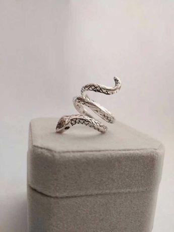 Duży srebrny pierścionek wąż z cyrkoniami