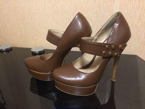 Туфли коричневые на шпильке